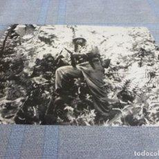 Militaria: COPIA DE FOTO MATE (11 X 15) CON ESCENAS DE LA SEGUNDA GUERRA MUNDIAL. Lote 261262650