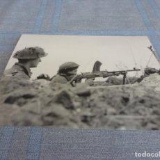Militaria: COPIA DE FOTO MATE (11 X 15) CON ESCENAS DE LA SEGUNDA GUERRA MUNDIAL. Lote 261263450