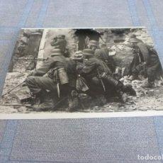 Militaria: COPIA DE FOTO MATE (11 X 15) CON ESCENAS DE LA SEGUNDA GUERRA MUNDIAL. Lote 261263670