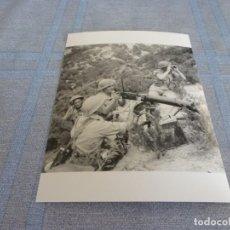 Militaria: COPIA DE FOTO MATE (11 X 15) CON ESCENAS DE LA SEGUNDA GUERRA MUNDIAL. Lote 261264340