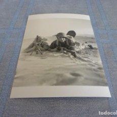 Militaria: COPIA DE FOTO MATE (11 X 15) CON ESCENAS DE LA SEGUNDA GUERRA MUNDIAL. Lote 261264385