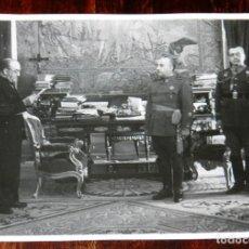 Militaria: FOTOGRAFIA DEL GENERAL FRANCO EN EL AYUNTAMIENTO DE MADRID, ENTREGA DE LA MEDALLA DE ORO DE LA CIUDA. Lote 261363265