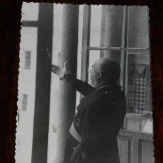 Militaria: FOTOGRAFIA DE S.E. EL JEFE DEL ESTADO EL GENERAL FRANCO, VISITA A SEVILLA EL 1 DE MAYO DE 1943, FOTO. Lote 261530460