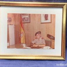 Militaria: FOTOGRAFIA MILITAR GENERAL BRIGADA BRIAC ANTONIO PEREZ PEREZ EN DESPACHO 20,5X25CMS. Lote 263037080