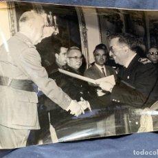 Militaria: FOTRAGIA FRANCO RECEPCION MILITAR FOT CAMPUA 3/3/1965 SELLO EN TRASERA 17X24CMS. Lote 263554255