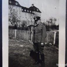 Militaria: SUBOFICIAL DEL 41 ART. REGIMIENTO 5 INF. DIVISION JUNTO A SU CUARTELES. ULM-RENANIA. AÑOS 1939-45. Lote 267503474