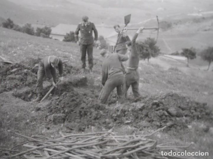 Militaria: SOLDADOS DE LA LUFTWAFFE CAVANDO REFUGIO MIENTRAS VIGILA SUOFICIAL . III REICH. AÑOS 1939-45 - Foto 3 - 268408594