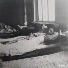 Militaria: SOLDADOS DE LA WEHRMACHT HERIDOS EN SUS CAMA DE HOSPITAL. III RICH. AÑOS 1939-45. Lote 268410129
