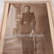 Militaria: ANTIGUA FOTO SOLDADO ÉPOCA ALFONSINA. UNIFORME DE GALA. 22 X 15 CTMS. Lote 268828534