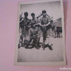 Militaria: FOTOGRAFIA DE MILITARES. NO TENGO DATOS. 8,5X6 CM. PAPEL NEGTOR.. Lote 268871419
