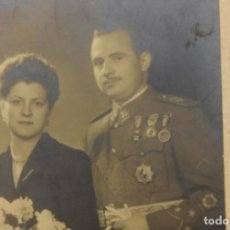 Militaria: FOTOGRAFÍA JALÓN ANGEL, ZARAGOZA, MILITAR EN BODA, 24X17 CM TOTAL CARTÓN. Lote 270956563