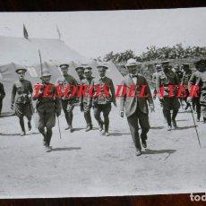 Militaria: FOTOGRAFIA DEL GENERAL SILVESTRE CON EL GENERAL BERENGUER EN LA VISITA QUE HIZO A MELILLA EL VIZCON. Lote 275506133