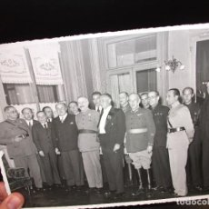 Militaria: FOTOGRAFIA MILITAR DEL GENERAL EMILIO FERNANDEZ PEREZ CON AUTORIDADES Y OTROS MILITARES. Lote 276732243