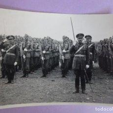 Militaria: ANTIGUA FOTOGRAFÍA MILITARES FORMANDO, VER FOTOS. Lote 277074033