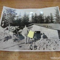 Militaria: FOTOGRAFIA II GUERRA MUNDIAL REFUGIO INVERNAL FRIO GLACIAL DE RUSIA ORIGINAL PRENSA. Lote 277676958