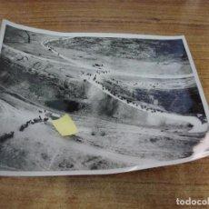 Militaria: FOTOGRAFIA II GUERRA MUNDIAL BATALLON CICLISTAS ALEMANES ORIGINAL PRENSA. Lote 277679003