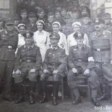 Militaria: FOTOGRAFÍA OFICIALES DEL EJÉRCITO ALEMÁN Y ENFERMERAS. WEHRMACHT. Lote 278632078