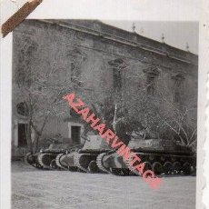 Militaria: GUERRA CIVIL, TANQUES,FOT.FIALLO DE SEVILLA,45X64MM. Lote 278682793