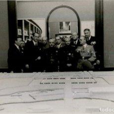 Militaria: FRANCO Y SERRANO SUÑER EN LA EXPOSICION DE ARQUITECTURA ALEMANA AÑO 1942. Lote 286966503
