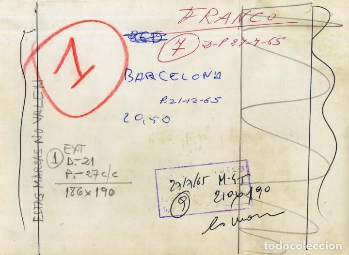 Militaria: FRANCO HACIENDO LA OFRENDA AL APOSTOL SANTIAGO EN LA CATEDRAL, EN EL AÑO SANTO COMPOSTELANO DE 1965 - Foto 2 - 287695328