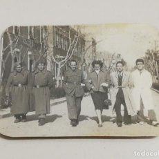 Militaria: FOTOGRAFIA DE SOLDADOS Y MEDICOS DEL HOSPITAL DE GOMEZ ULLA, CARABANCHEL ALTO, MADRID, 1950, MIDE 7,. Lote 287858538
