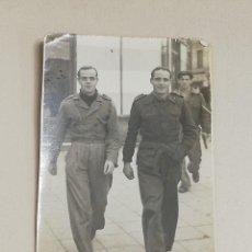 Militaria: FOTOGRAFIA DE SOLDADOS EN DICIEMBRE DE 1942, MIDE 7,8 X 5,2 CMS.. Lote 287858863