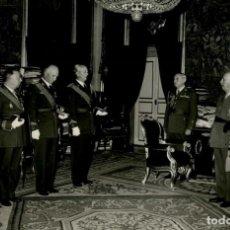 Militaria: FRANCO RECIBE EN AUDIENCIA A LA 22 PROMOCION DE INFANTERIA POR SUS BODAS DE ORO 24-11 -1965. Lote 287903873