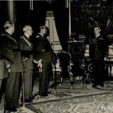 Militaria: FRANCO RECIBE EN AUDIENCIA A GENERALES DE INTENDENCIA EN DIA DE SU PATRONA SANTA TERESA AÑO 1965. Lote 287906843