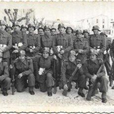 Militaria: *** CU64 - FOTOGRAFIA - GRUPO DE SOLDADOS - FOTOGRAFO FELIPE ABRAILA - VALENCIA 1956. Lote 288061398