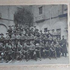 Militaria: U-199.- FOTO DE MILITARES Y MILICIANOS ARMADOS DEL BATALLON 58, DESCNOZCO MAS DETALLES 34 X 28. Lote 288312633