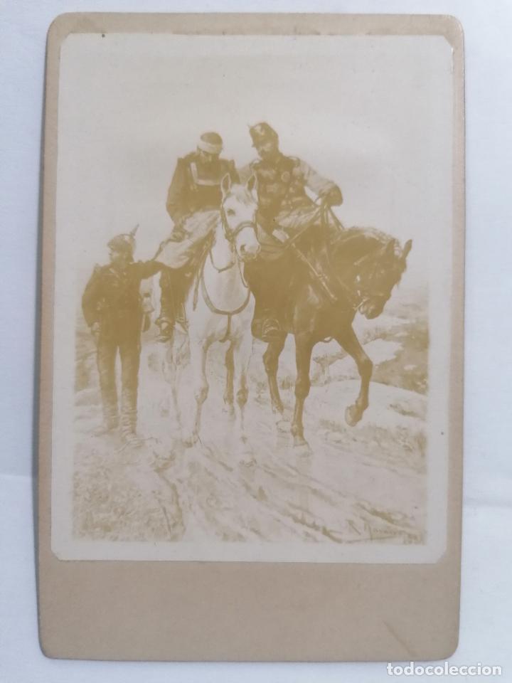 FOTOGRAFIA, MILITARES A CABALLO CUIDANDO DE UN HERIDO, AÑOS 20, MEDIDAS 8 X 12,5 CM (Militar - Fotografía Militar - I Guerra Mundial)