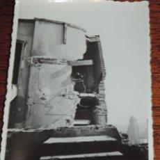 Militaria: FOTOGRAFIA DE BOMBARDEO SOBRE MADRID GUERRA CIVIL, FEBRERO 1937, TORREON CALLE PI Y MARGAL, MIDE 11,. Lote 291397578