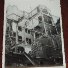 Militaria: FOTOGRAFIA DE BOMBARDEO SOBRE MADRID GUERRA CIVIL, FEBRERO 1937, CALLE ALAMEDA N.3, MIDE 11,3 X 8,7. Lote 291399928