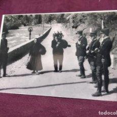 Militaria: 1939, FOTOGRAFÍA GUERRA CIVIL, REFUGIADOS ESPAÑOLES HULLENDO DE LA GUERRA, LLEGANDO A PONT DU ROY FR. Lote 293331598