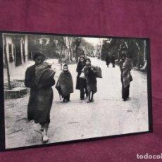 Militaria: 1939, FOTOGRAFÍA GUERRA CIVIL, REFUGIADOS ESPAÑOLES LLEGANDO A LE PERTHUS, MUJERES Y NIÑOS. Lote 293347798