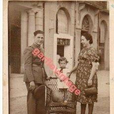 Militaria: CARTAGENA, 1940, FOTOGRAFIA FAMILIAR DE UN MILITAR, 70X90MM. Lote 294943518