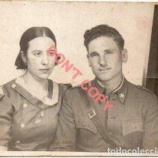 Militaria: FOTOGRAFIA FAMILIAR DE UN MILITAR, 90X70MM. Lote 295698838
