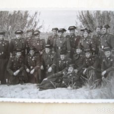 Militaria: GUARDIA CIVIL. FOTO DE GRUPO. SIN IDENTIFICAR. 14 X 8.5 CMS.. Lote 297153398