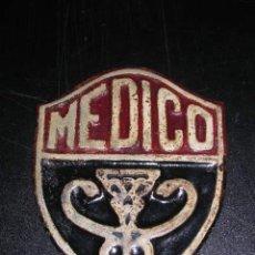 Militaria: MEDICO-CHAPA METALICA CON RELIEVE ?(GUERRA CIVIL)?SEÑALES DE USO .14,5X11 CM.. Lote 11451971