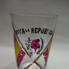 Militaria: ANTIGUO VASO DE CRISTAL AÑOS 1930, VIVA LA REPUBLICA. MIDE 7 X 11 CM. . Lote 13053037