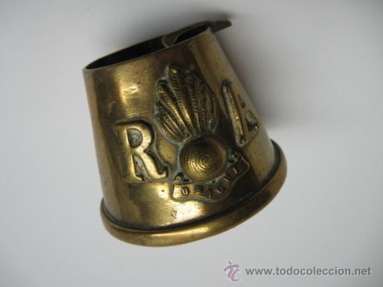ANTIGUO CENICERO EN BRONCE +++ R A +++ UBIQUE +++ MIDE 5 X 6 CM. (Militar - Guerra Civil Española)