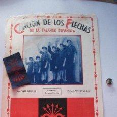 Militaria: LOTE FALANGE : PARTITURA DEL HIMNO DE LOS FLECHAS ( EPOCA DE LA GUERRA ) , PARCHE Y EMBLEMA SOLAPA .. Lote 29091846