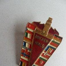 Militaria: MEDALLA ANTIFASCISTA CAMPO CONCENTRACION 1958 BUCHENWALD CON LA BANDERA REPUBLICANA . Lote 33442156