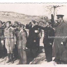 Militaria: GUERRA CIVIL, FRANQUISTAS, SOLDADOS SALUDANDO, 1936-39 APROX.. Lote 49095941