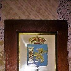 Militaria: METOPA DE REGIMIENTO INFANTERIA EXTREMADURA Nº 15. EL ESCALADOR.. Lote 77649709