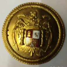 Militaria: GUARDIA DE LA CASA DEL GENERALÍSIMO FRANCO, CHAPA DORADA ES DE LA BOINA ROJA. Lote 77621622