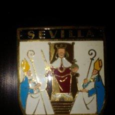 Militaria: SEVILLA, INSIGNIA BRAZO,REVERSO, ORGANIZACION JUVENIL ESPAÑOLA,MIDE. 5,50 X 4,50 C.M, VER FOTOS. Lote 95587527