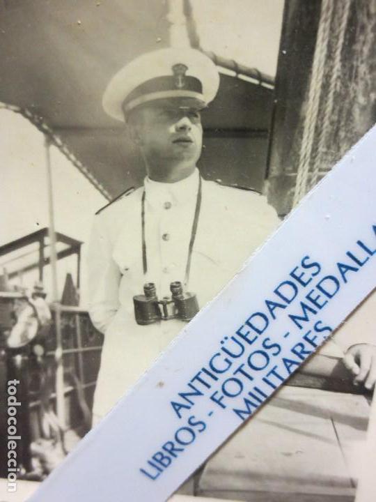 FOTO ORIGINAL EN MELILLA REY JUAN CARLOS I DE JOVEN PRISMATICOS Y UNIFORME DE MARINA (Militar - Guerra Civil Española)