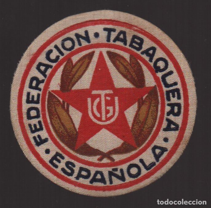 U.G.T. FEDERACION TABAQUERA ESPAÑOLA, DE CARTON. MIDE: 5 C.M. DIAMETRO, VER FOTO (Militar - Guerra Civil Española)