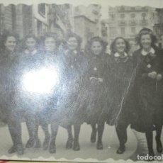 Militaria: CHICAS FALANGISTAS FALANGE EN SALAMANCA FOTO INEDITA POST GUERRA CIVIL 1946. Lote 144204950